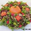 Bloemschikken: Pompoen in een aureool van herfstkleuren