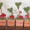 Valentijn eenvoudig bloemstukje in vierkante terracotta