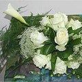 Bloemschikken in een herbruikbaar frame en met witte bloemen