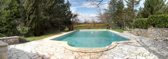 zwemvijver in de tuin aanleggen